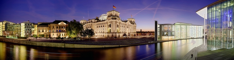 4257G-4268G-Berlin-Reichstag-am-Schiffbauerkanal-mit-Marie-Lüdershaus-beleuchtet-DRI-Panorama-Kopie