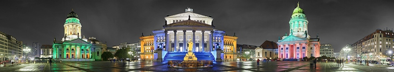 9146E-9183E-Gendarmenmarkt-Berlin-Festival-of-Lights-Panorama-DRI