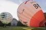 1100C Heissluftballons vor dem Mausoleum Bueckeburg