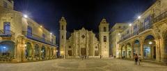 5485P-91P-Plaza-de-la-Catedral-Havanna-Cuba-Nacht-HDR1