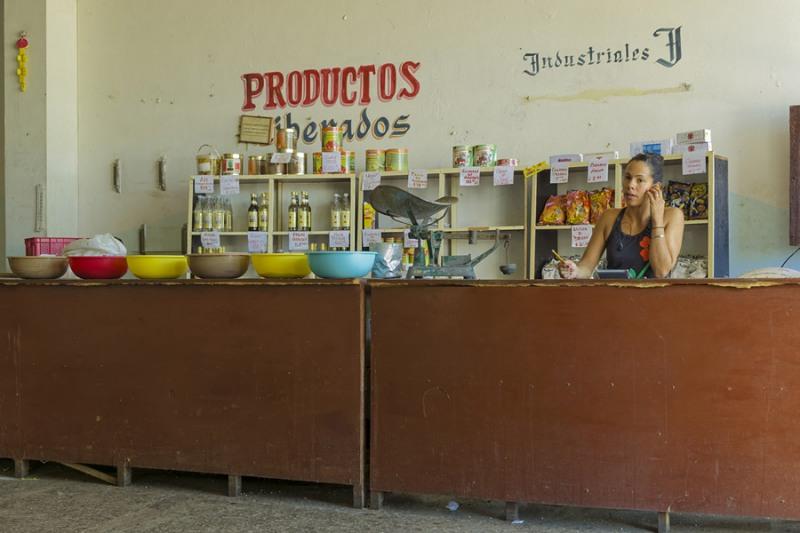 5023Sa-Havanna-Cuba-Geschäft-Lebensmittel-für-Einheimische1