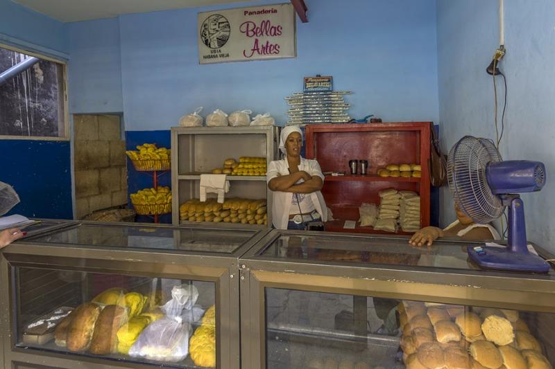 5119Sa-Havanna-Street-Cuba-Brotverkauf1