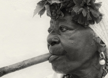 5482Sa-Havanna-Frau-mit-Zigarre-Detail-sw1