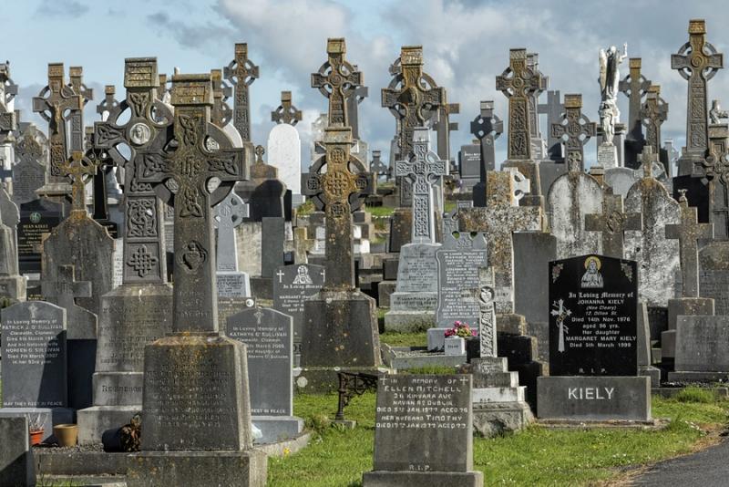 2557P Hochkreuze Friedhof Irland