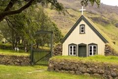 3117B-Kirche-mit-Grasdach-Island