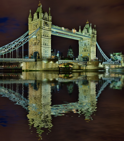 Towerbridge London Spiegelung