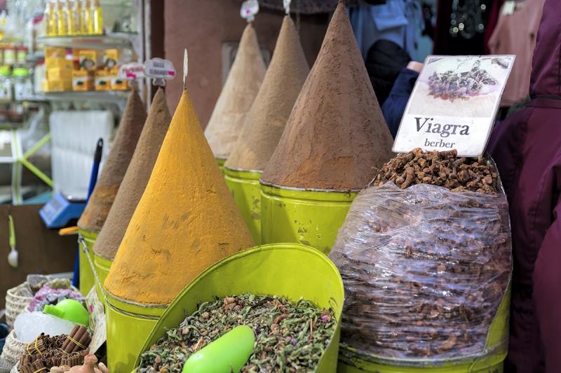 0698-Marrakesch-Souk-Street-Viagra-Marokko