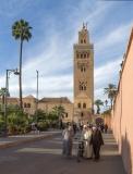 1247R-Street-vor-der-Moschee-Marrakesch
