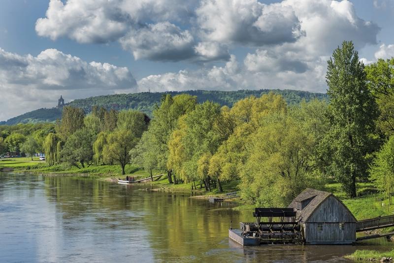 0332P-Wassermühle-an-der-Weser-Minden-bis-Porta-Denkmal-Frühling