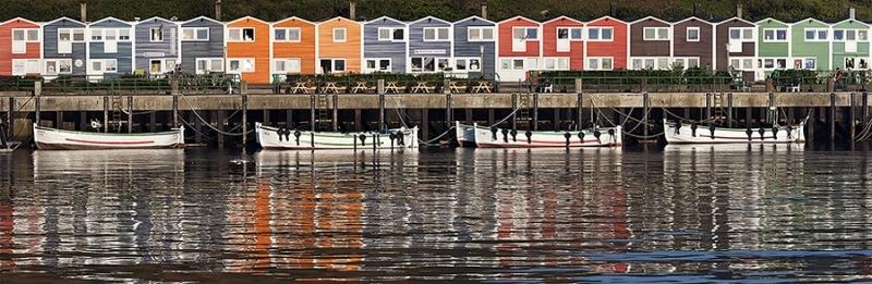 4766i-76i Fischerhäuser im Hafen von Helgoland Panorama Detail