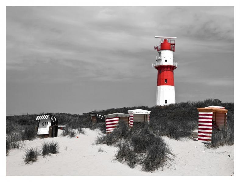 2265I Strand Borkum Nordsee Leuchtturm Umkleidekabinen Strandkörbe sw coloriert