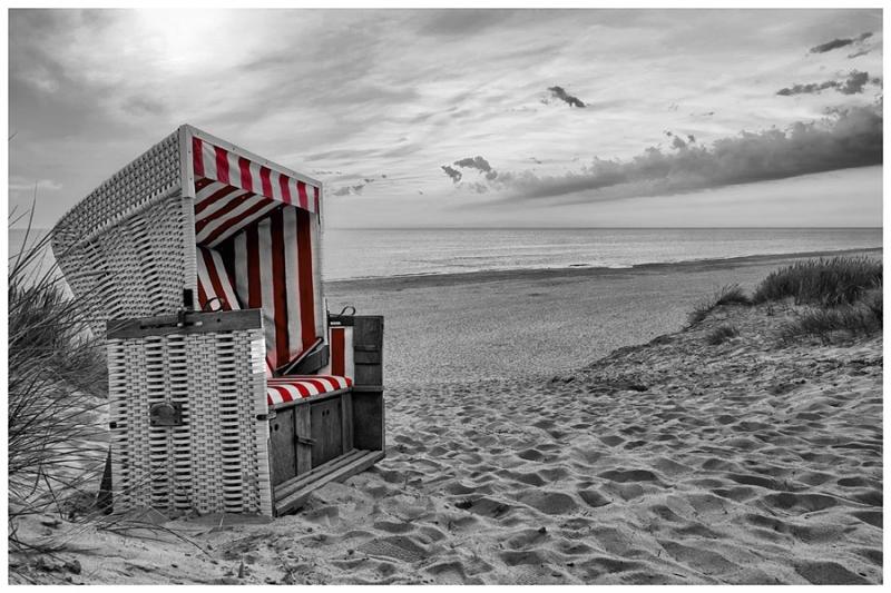 3331C Strandkorb auf  Sylt Abendstimmung sw coloriert rot