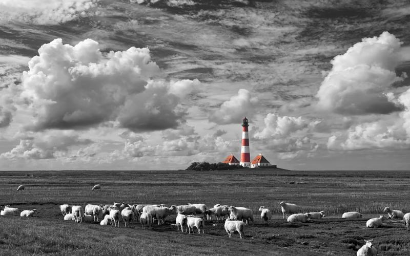 4553-60B 5482B Wolkenstimmungen am Leuchtturm von Westerhever St Peter Ording sw coloriert