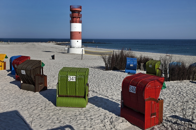 4912I Leuchtturm mit Strand Helgoland