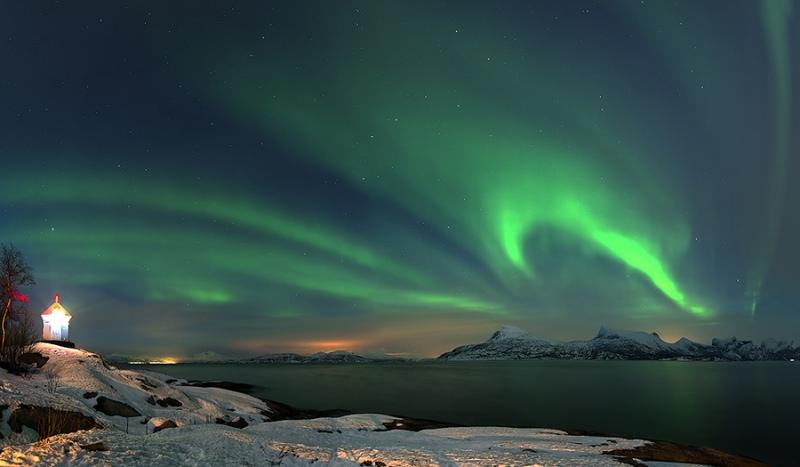 1379L-1380L-Nordlicht-am-Leuchtturm-Tysfjord-Norwegen