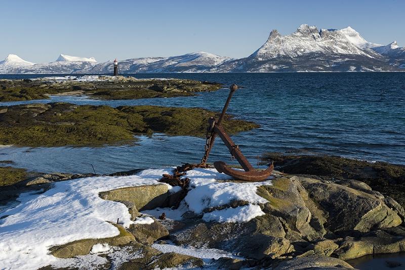 1569L-Tysfjord-Norwegen-Anker-mit-Leuchtturm