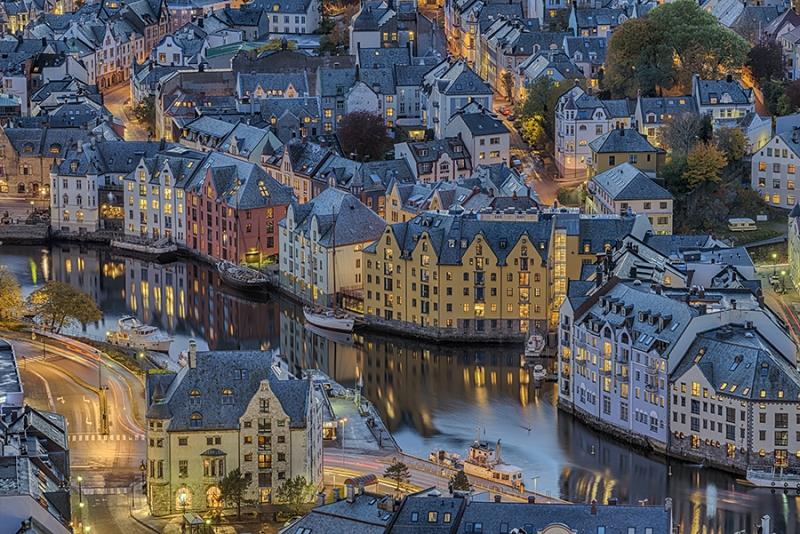 Alsesund Norwegen Hafen Nacht
