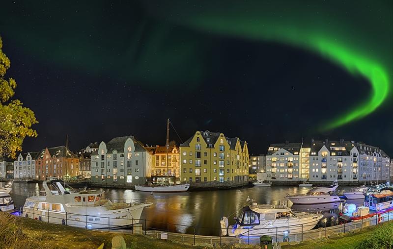 2311Q-ff-Hafen-Alesund-Nacht-Panorama-HDR-Detail-Nordlicht