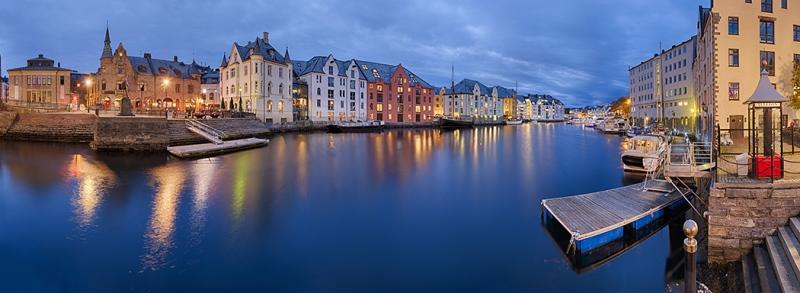 Alsesund Norwegen Hafen Panorama Abend
