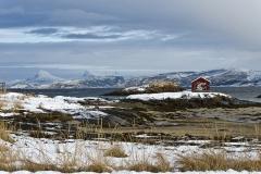 1415L-Haus-am-Tysfjord-Norwegen
