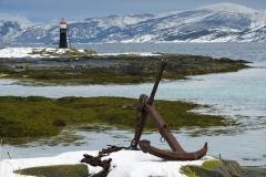 1435L-Tysfjord-mit-Anker-und-Leuchtturm-Hamaroy