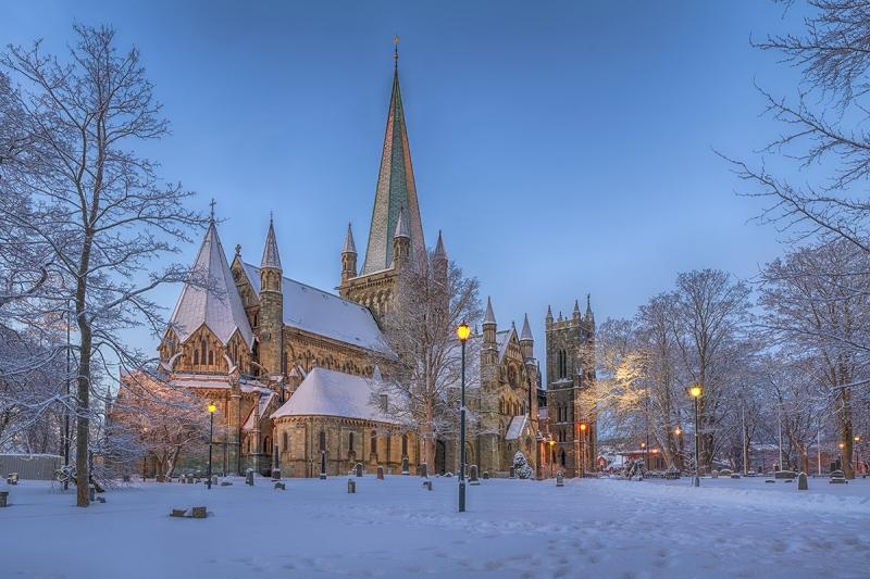 7820R-22R-Trondheim-Nidaros-Dom-beleuchtet-Winter