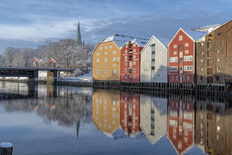 7887R-Trondheim-Lagerhäuser-Fluss-Nidelv-Nidaros-Dom-Brücke-Gamle-Bybro