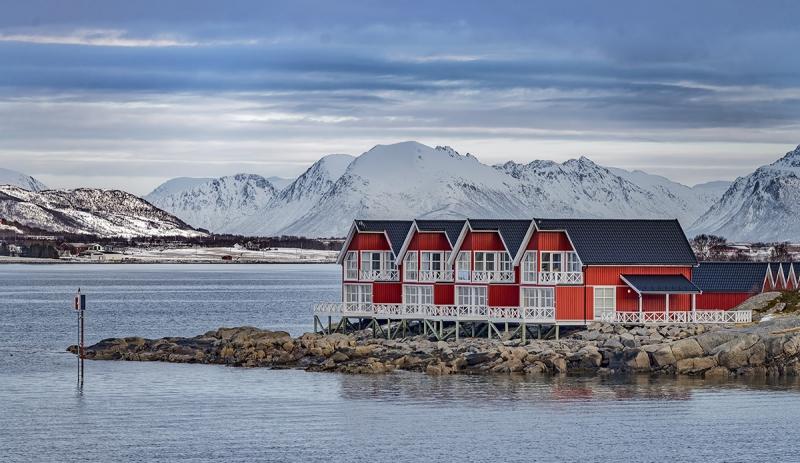 8512R-Wohnen-am-Fjord-Norwegen-Winter