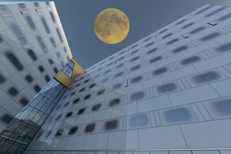 8695R-moderne-Hotelarchitektur-Trondheim-Norwegen-Vollmond