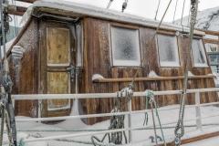 8337R-Segelboot-Hafen-Hammerfest-Norwegen-Winter-eingefroren