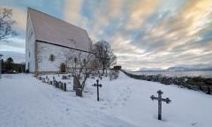 8443R-Morgenstimmung-Kirche-Trondenes-Harstad-Vesteralen-Winter