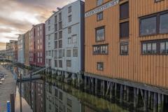 8680R-Trondheim-Lagerhäuser-Fluss-Nidelv