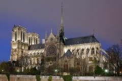 7624D-29D-Notre-Dame-beleuchtet-Paris-DRI