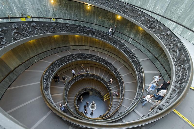 0221K-0222K-Treppe-Vatikan-Museum-Rom