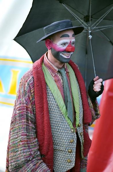 Clown-mit-Regenschirm_