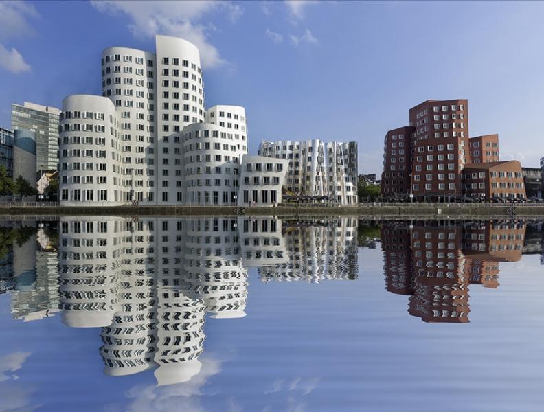 Medienhafen Düsseldorf Wasserspiegelung