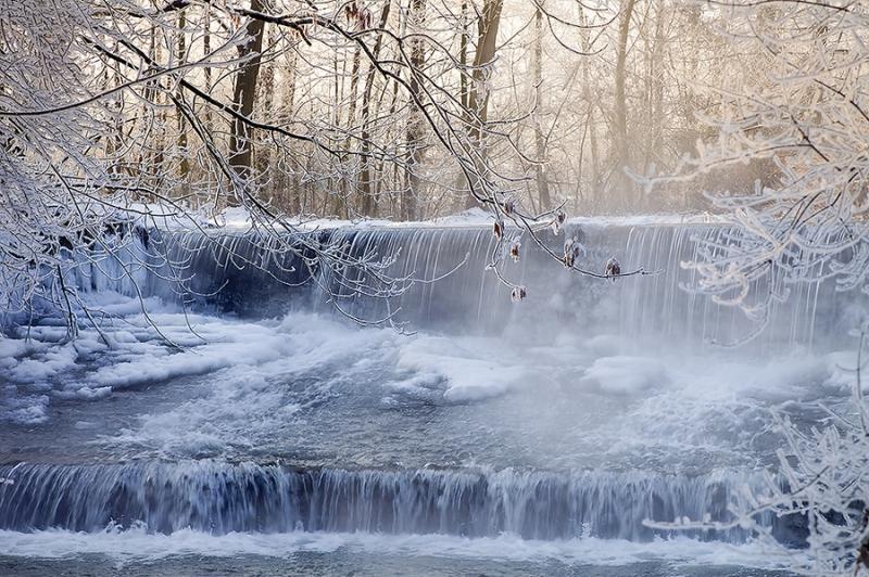 9257D-Wasserfall-bei-Vehlen-an-der-Aue