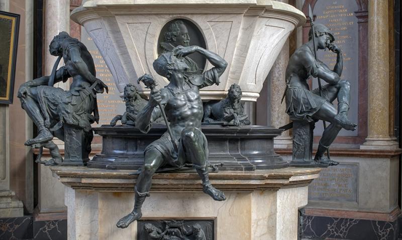 6685SB-De-Vries-Figuren-Mausoleum-Stadthagen-Wächter-Ausschnitt