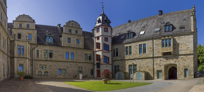 7774Sa76Sa-Schloss-Stadthagen-Innenhof-Panorama