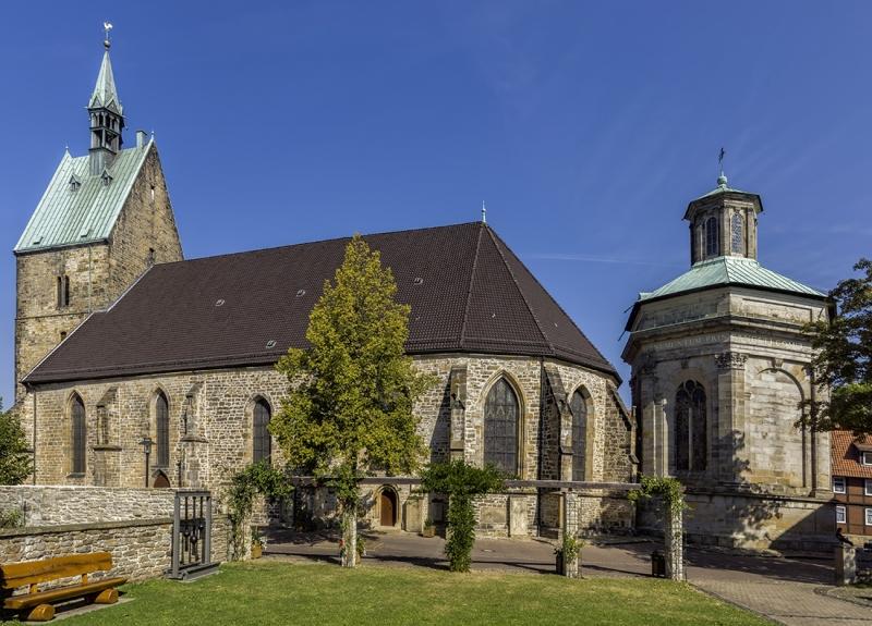 8049Sa-Martini-Kirche-und-Mausoleum-Stadthagen