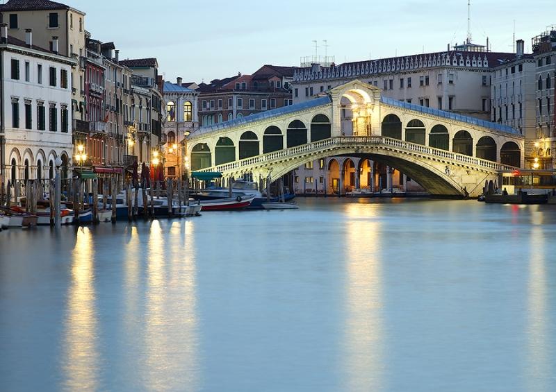 8566D-69D-Rialto-Venedig-beleuchtet-DRI-Kopie